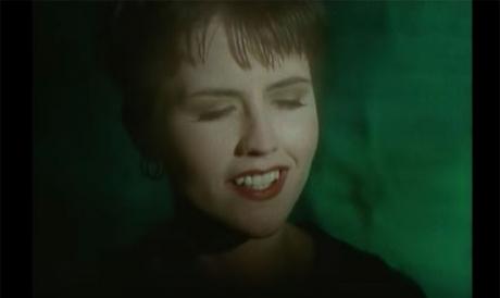 a-murit-solista-trupei-the-cranberries-dolores-oriordan
