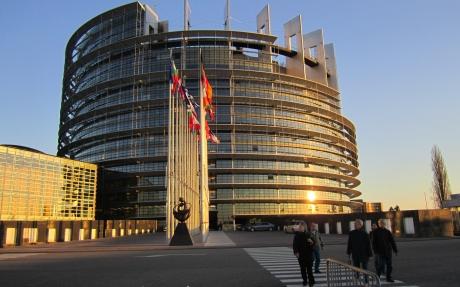 parlamentul-european-cere-un-control-mai-strict-al-exporturilor-de-arme-rom