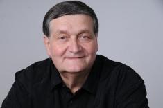 """Alex Ştefănescu: """"Pentru mine, literatura este lucrul cel mai important"""""""
