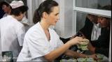Oana Dobrescu, voluntar la cantina Griviţa