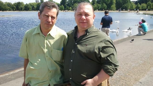 Realizatorul Doru Ionescu (stânga) şi Gabriel Nacu