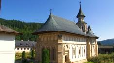 Biserici şi Mănăstiri - lăcaşuri sfinte de lumină şi întărire sufletească