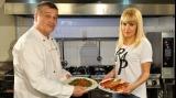 Mircea Dinescu o cucereşte pe Elena Udrea cu un buchet de... salate