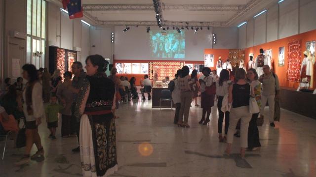 Expoziție etno -  Festivalul Internaţional al tinerelor talente româneşti PROPATRIA