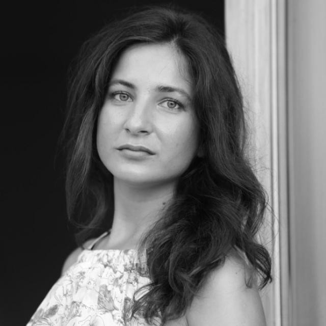 (w640) Diana AvrÄ