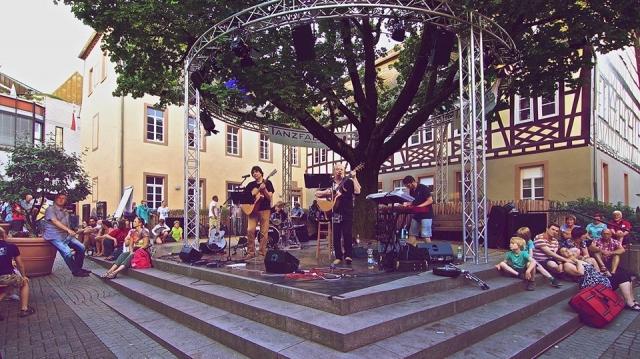 Adrian Dinu live în Germani