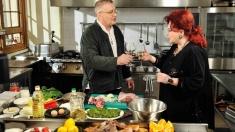 De Paşti, Dinescu îi găteşte Stelei Popescu, la Politică şi delicateţuri