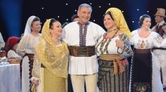 Seniorii folclorului românesc stau La masa de Paşti