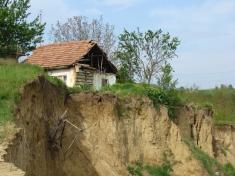 """Despre """"orfanii migrației"""" şi potopul de la Rătești - la """"DOSAR ROMÂNIA"""""""