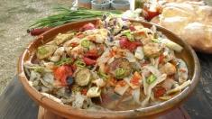 Rețetele lui Dinescu: Salată de fasole verde și capac de vițel împănat