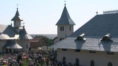 Universul credinţei: Sfințirea Bisericii Mănăstirii Eșanca din Botoșani
