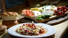 Rețeta lui Dinescu: varză împănată cu stafide și fructe de pădure