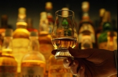 Teleenciclopedia, lecţii de viaţă: Cum se prepară celebra băutură scoţiană