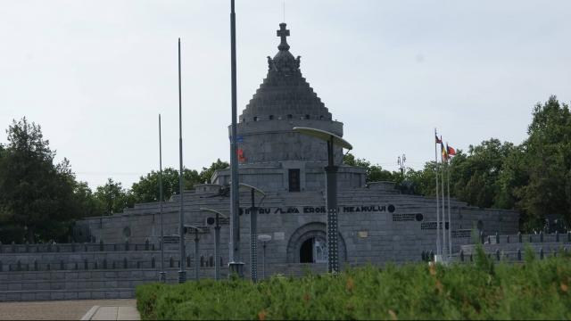 (w640) Mausoleele