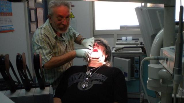 Evandro Rossetti în cabinetul stomatologic din Italia