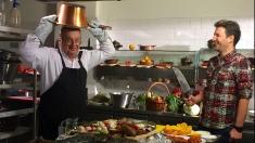 """Andi Moisescu, o """"tânără speranţă"""" în bucătăria lui Mircea Dinescu"""