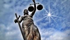 Românul şi legea