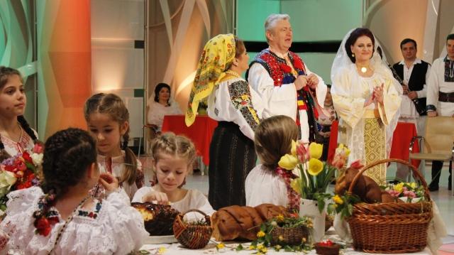Popasuri folclorice La zi de mare sărbătoare