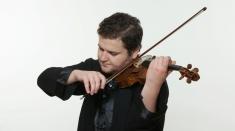 Violonistul Ilian Gârneț și Vlad Agachi ne invită într-o călătorie muzicală