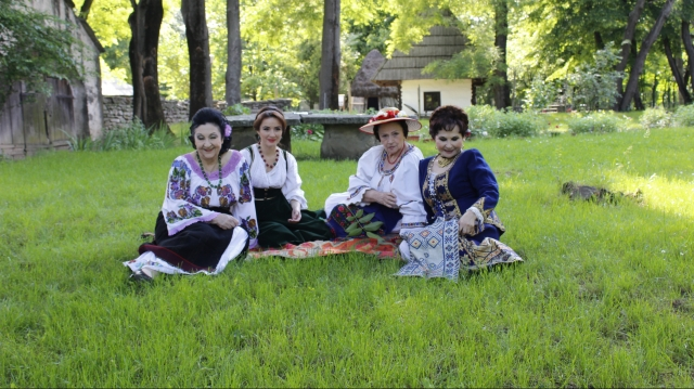 Popasuri folclorice muzeul satului
