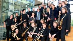 Din dragoste pentru muzică, artiştii se fac profesori