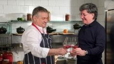 Dinescu şi Caramitru fac revoluţie în bucătărie!