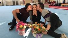 Flori pentru fetele de aur ale gimnasticii de la băieţii Ştirilor TVR