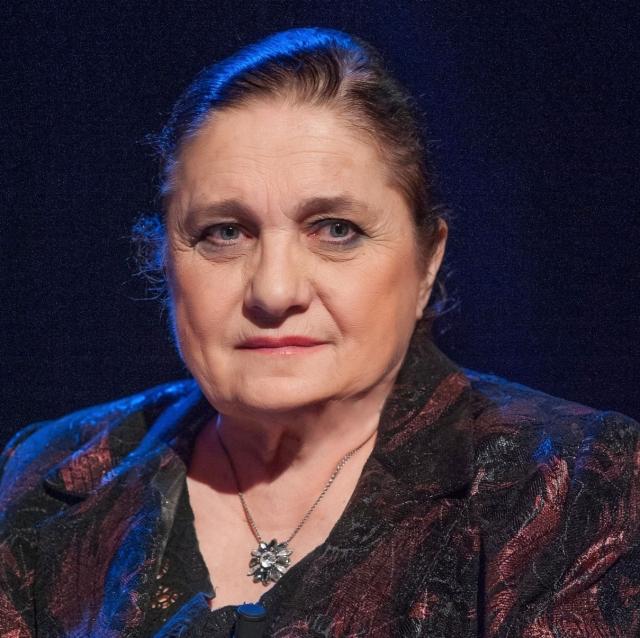 (w640) Lucia Hoss