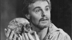De 400 de ori Hamlet. Sir Derek Jakobi - un actor Garantat 100% excepţional