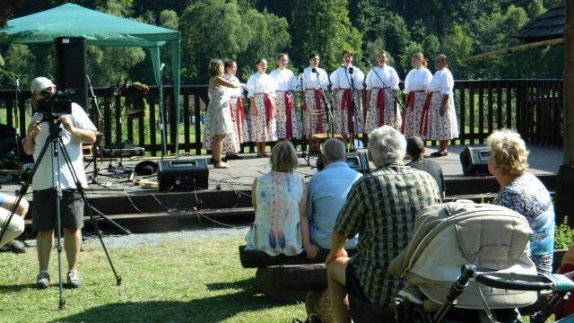 La un pas de România: Identitate și trăire în Moravia și Banat