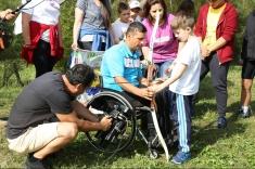 """""""Poveste după poveste"""" la TVR 1: în scaun cu rotile, dar învingător prin sport"""