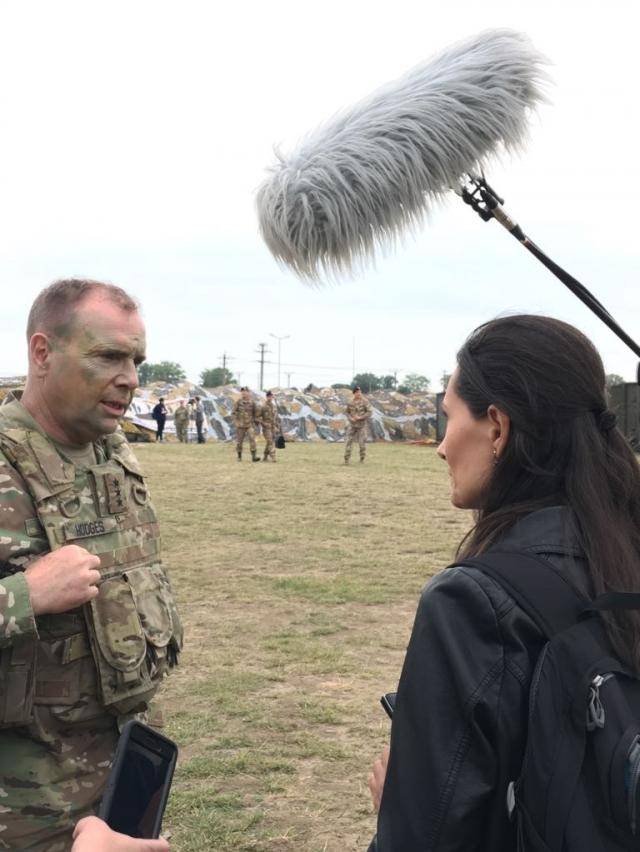 (w640) interviu B