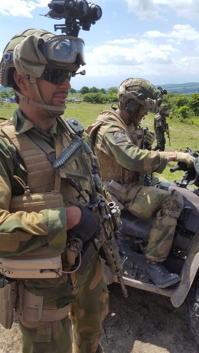 (w640) Militari n