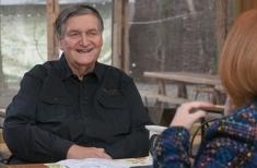 """Alex Ştefănescu: """"Mi-ar fi părut rău să mor şi să nu fi scris despre Eminescu"""""""