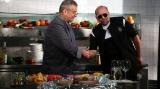"""Dinescu a gătit şi a cântat cu Daniel Iordăchioae la """"Politică şi delicateţuri"""""""