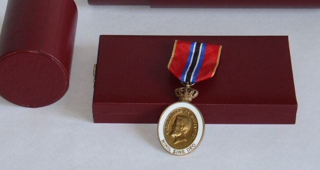 (w640) Medalia Ni