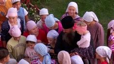 """""""400 de copii şi un singur tată"""", la TVRi"""