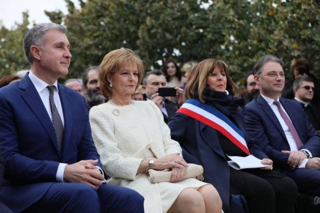 Ora regelui, familia regala la Paris