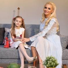 Isabela, fiica Alinei Ionescu, prezintă moda la 6 ani