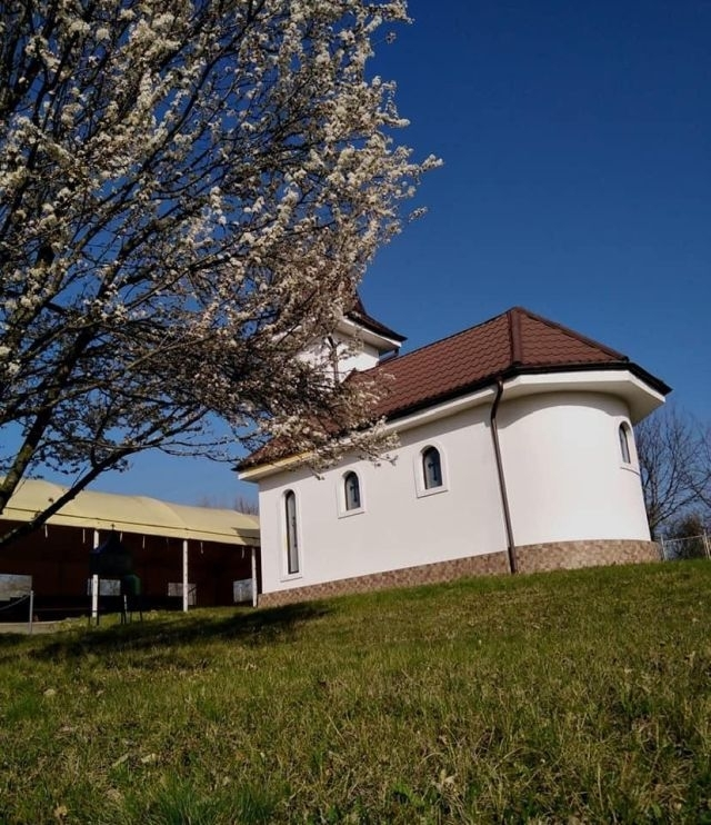 (w640) biserica M