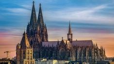 Teleenciclopedia: despre arhitectura gotică, zimbri, jucării și vulcani | VIDEO