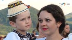 Maria Iliuţ şi invitaţii săi la hora satului din Crasna, Ucraina | VIDEO