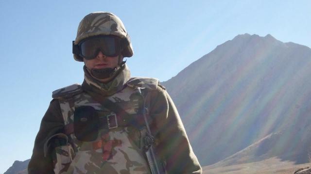 2 sanitarul Marius Enescu are experiența a 5 misiuni în Afganistan și una în Kosovo